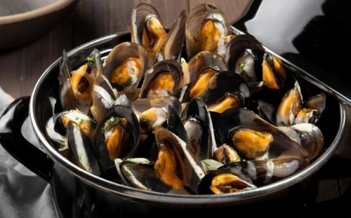 MUSSELS Taste of the sea Mussels A la Creme
