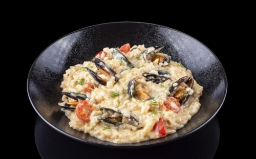 DISHES Risoto Risotto with mussels and lobster cream, cherry tomatoes, mascarpone and fennel
